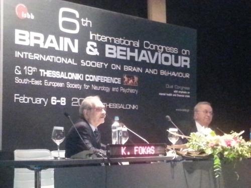 Οι καθηγητές ψυχιατρικής Φωκάς και Καπρίνης στο βήμα του συνεδρίου